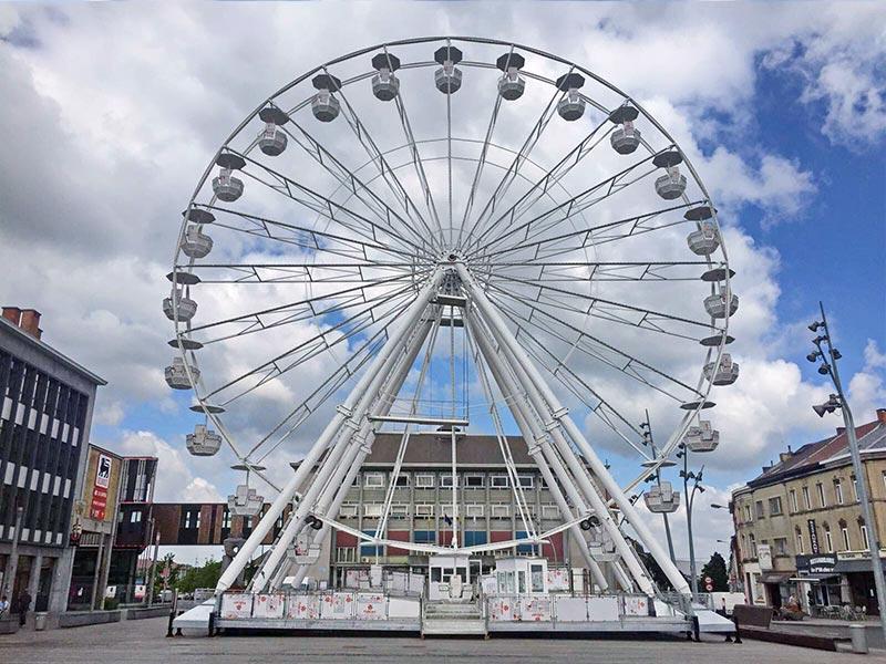 32 meter wheel in town square