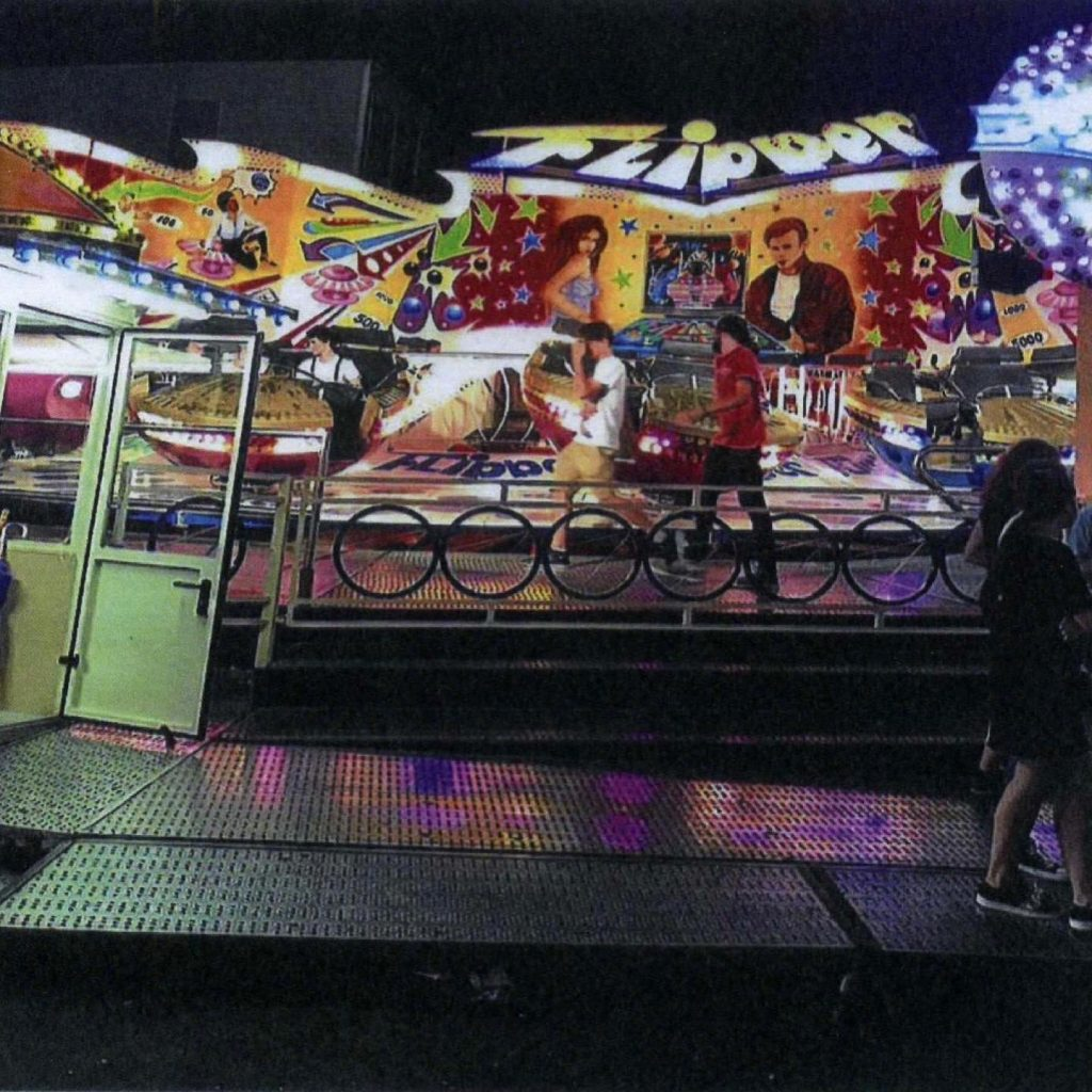 Huss flipper carnival ride